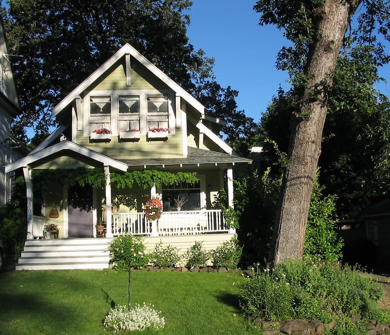 Downtown Hr Craftsman Bungalow Bungalows For Rent In