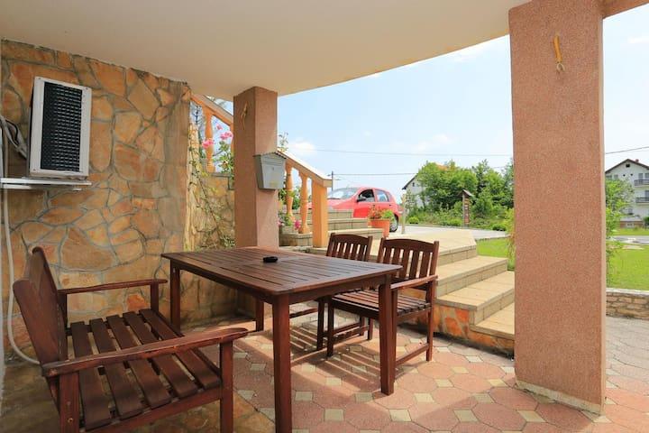 1-Zimmer-Ferienwohnung mit Terrasse Grabovac (Plitvice) (A-17514-a)