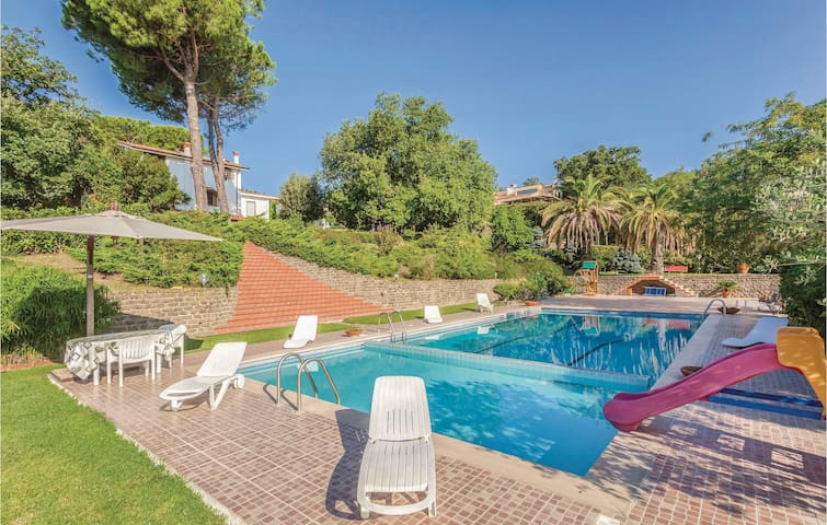 Semi-Detached with 4 bedrooms on 350m² in Trevignano Romano RM