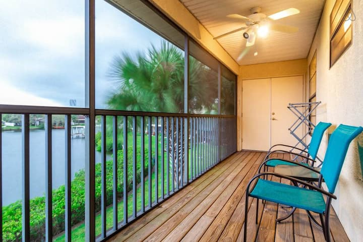 Includes Boat Slip!Amenities, Utilities & Wifi Included! Centrally Located!