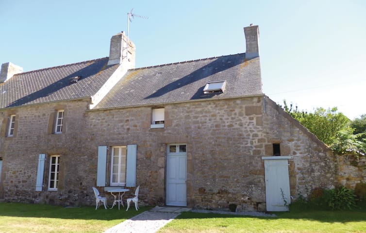 Semi-Detached with 3 bedrooms on 0 m² in St. Pierre Eglise