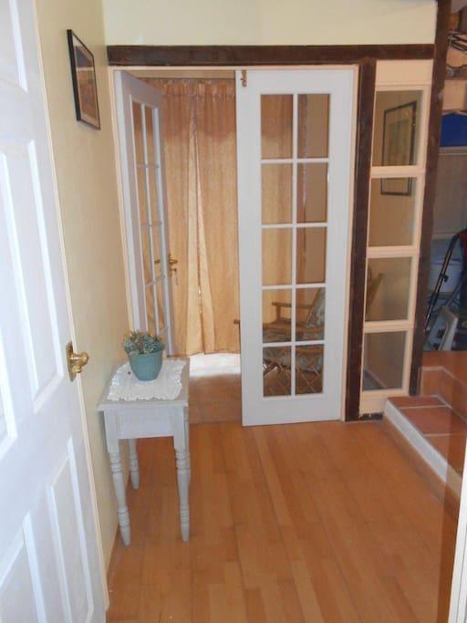 Petit vestibule menant a la veranda, bonne temperature, detente ideale