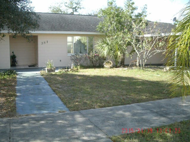 Clean and comfortable in downtown - Sebring - Villa