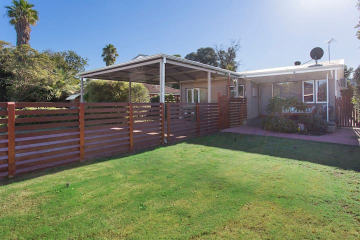 Small Comfy House Close to Airport & City - Cloverdale - Maison