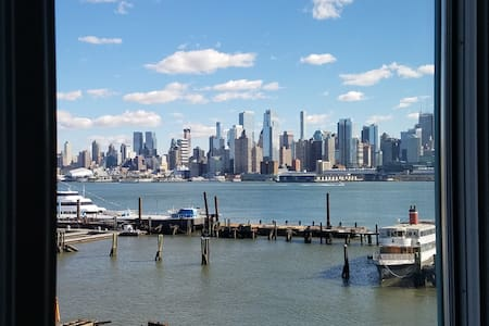 NEW YORK CITY VIEWS ON HUDSON RIVER,FERRY ON SITE - Weehawken