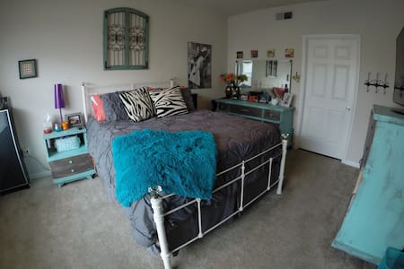 Cozy Master BR on South Congress - Austin - Apartment