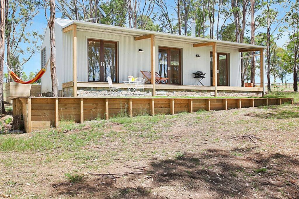 Private covered deck in peaceful bush setting - barbecue supplied