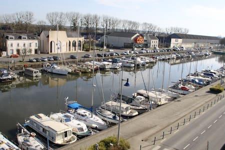 Bel appartement, vue sur le port.
