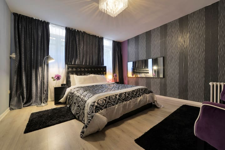 room in top location! ideal for students