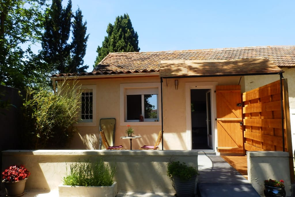 Studio la chambrette houses for rent in salon de for Rent a car salon de provence