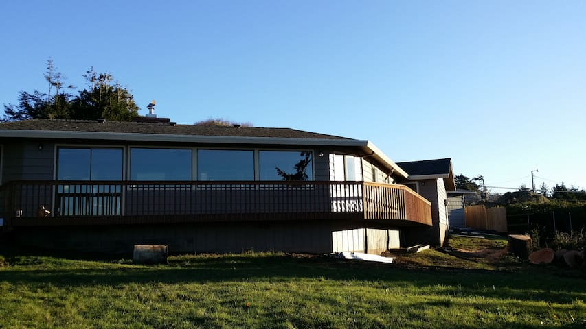 "Bay Cove, ""Amazing Waterfront View"" - Coos Bay - Hus"