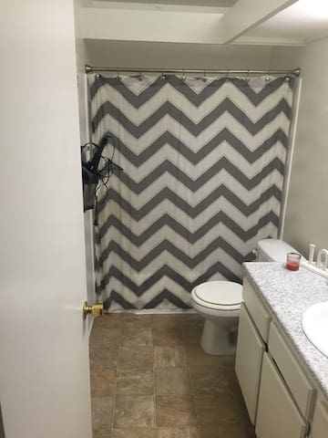 Room to sublet for 1 month - Placentia