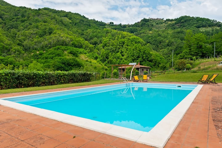 Pretty Farmhouse in Fosciandora with Swimming Pool