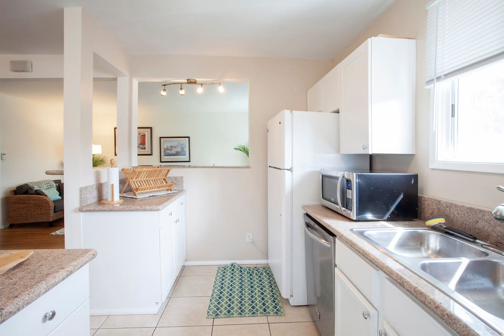 Kitchen - very clean, granite throughout, nice lighting.