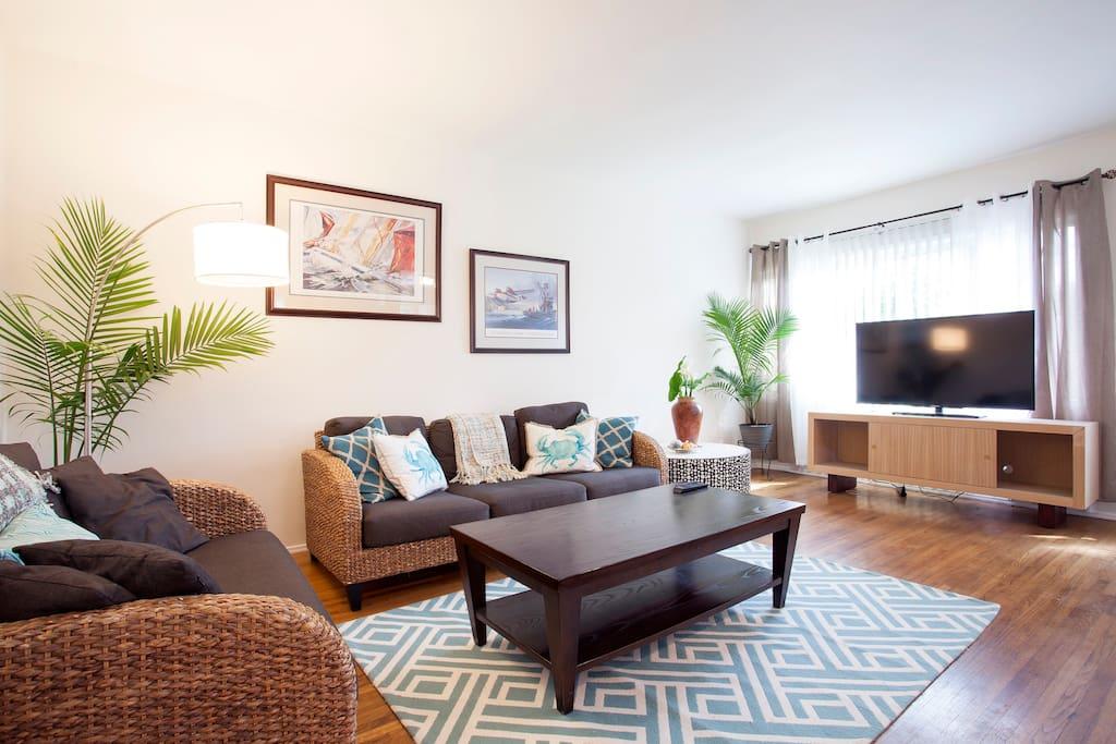 Living room - crisp, airy, nautical feel.