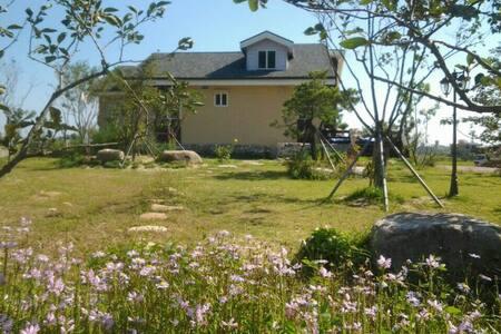 자생식물원과 자연이 함께 숨쉬고 있는 유일한 쉼터 - House