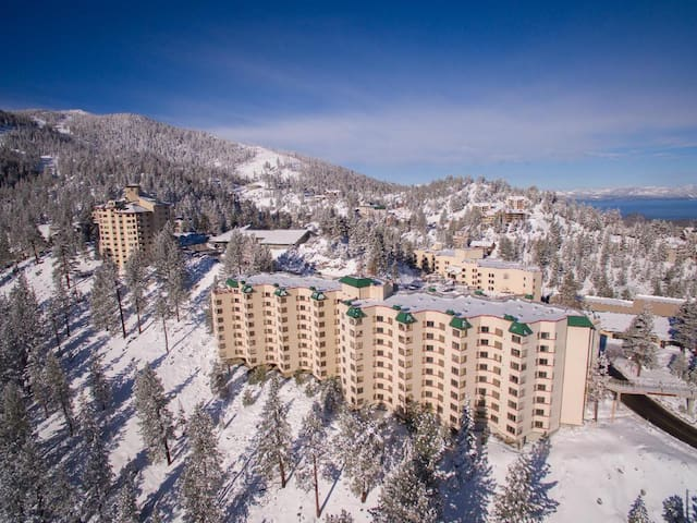 Mountaintop King Suite w/full Resort Access