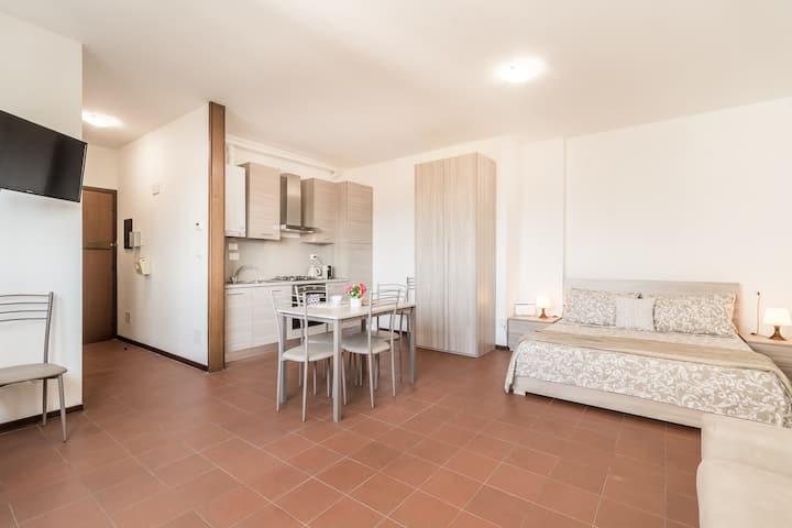 Nuovissimo monolocale comodo per S.Orsola e FICO