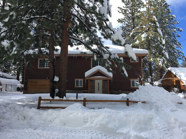 Cozy & Modern Home Walking Distance To Ski Resort - Big Bear Lake - Rumah
