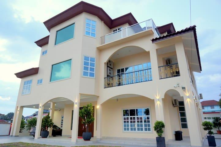 Muar Villa with Swimming Pool - Muar - Villa