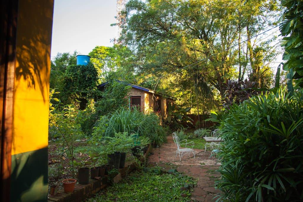 entrando al jardin y huerta