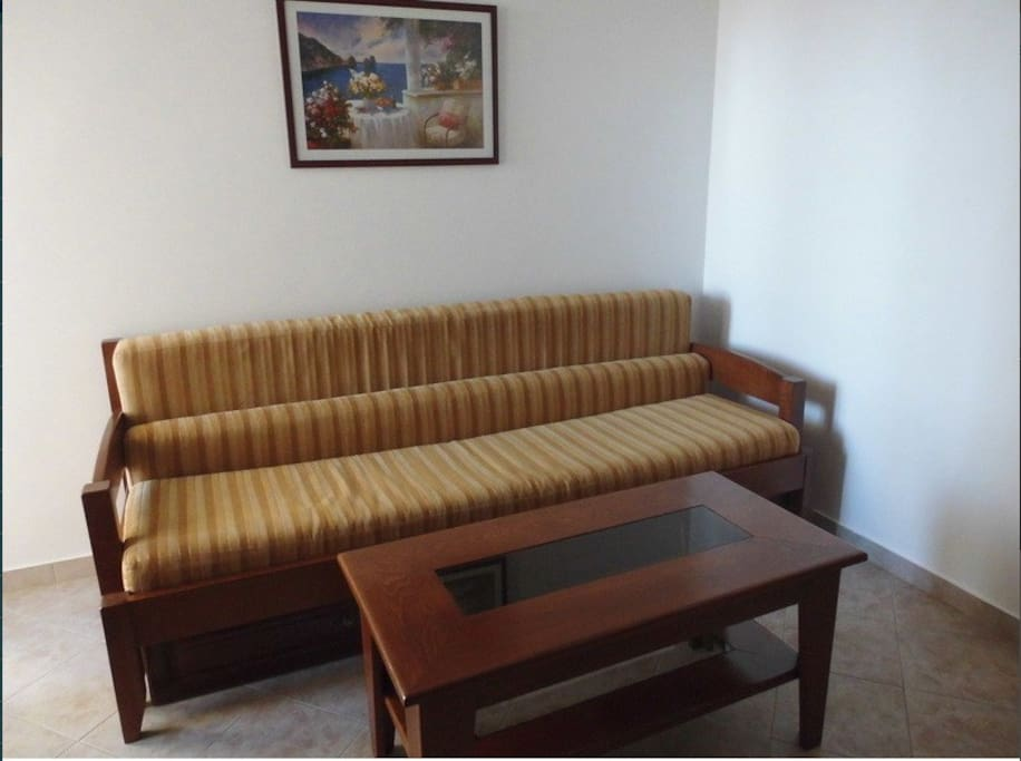 Extensible sofa-bed in living room