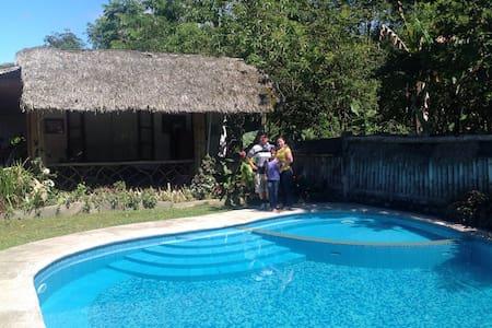 Casa de Campo con Piscina en Mindo - Mindo - Hus