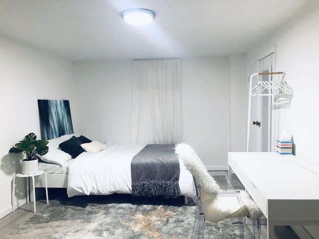 Cozy Basement Room, Full Bed, Free Street Parking