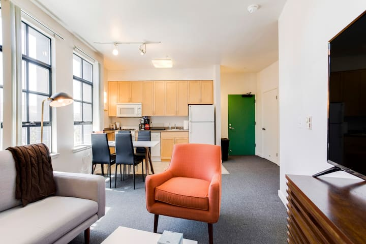 2BR Berkeley Apartment in Great Location