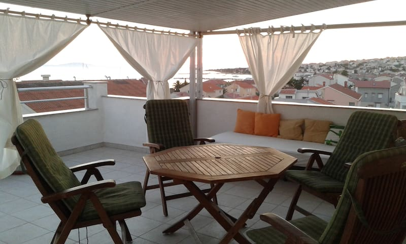 Novalja center with beautiful view/big terrace - Novalja - Apartemen