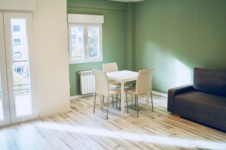 Tranquilo y luminoso apartamento bien comunicado