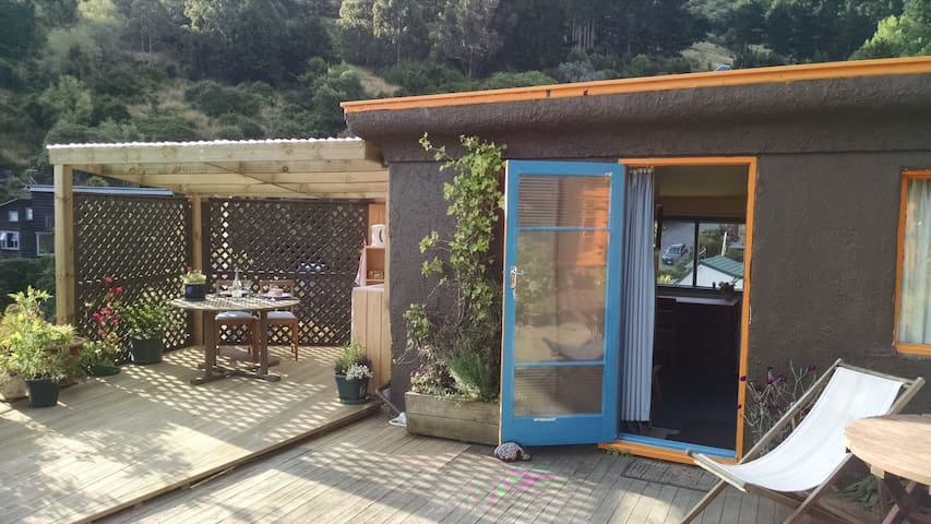 Self contained cabin, with stunning harbour views! - Lyttelton - Cabana