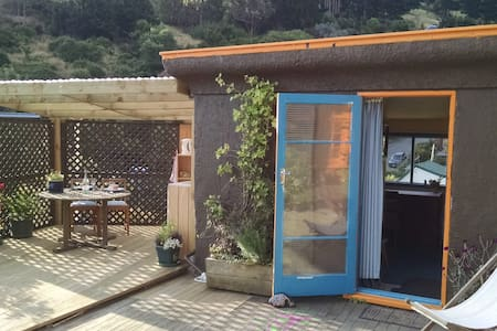 Self contained cabin, with stunning harbour views!