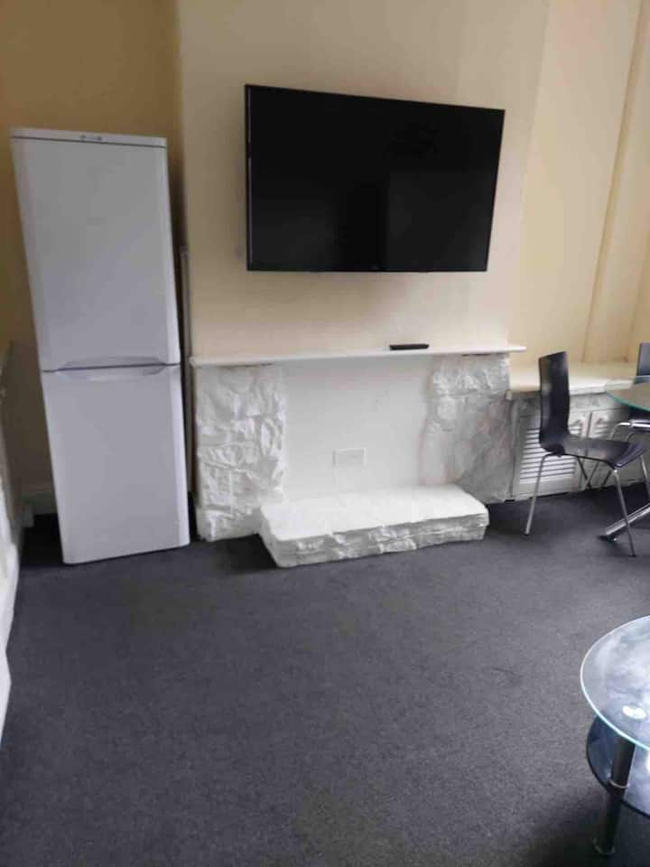 Manchester Bright and spacious double room-3