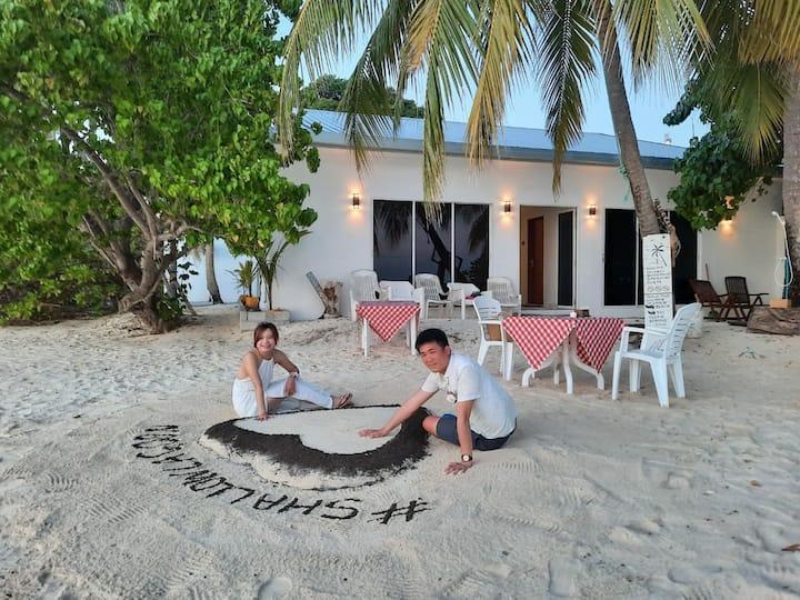 Beachfront Room in Rasdhoo - Steps from beach!
