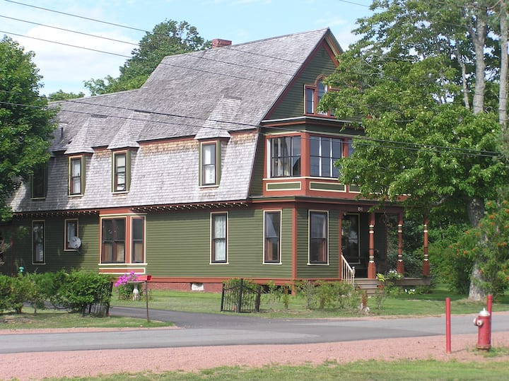 The Wright Place: Historic Bed and Breakfast