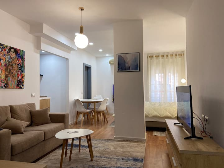 Modern Studio Apartment in The Heart Of The City