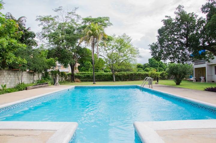 Luxury Vacay Apartment - New Kingston, Jamaica