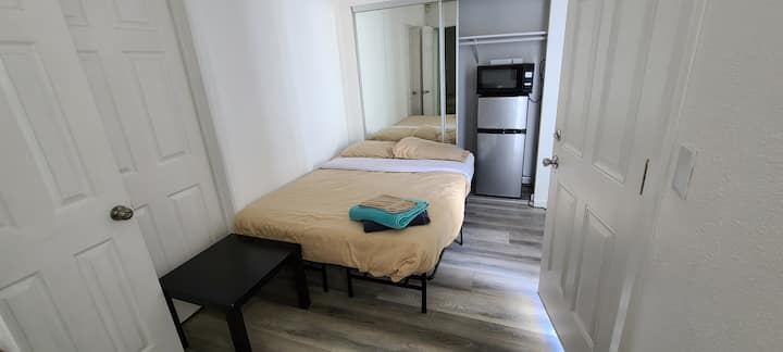 2C Very Tiny Bedroom Private Entrance Free Wifi