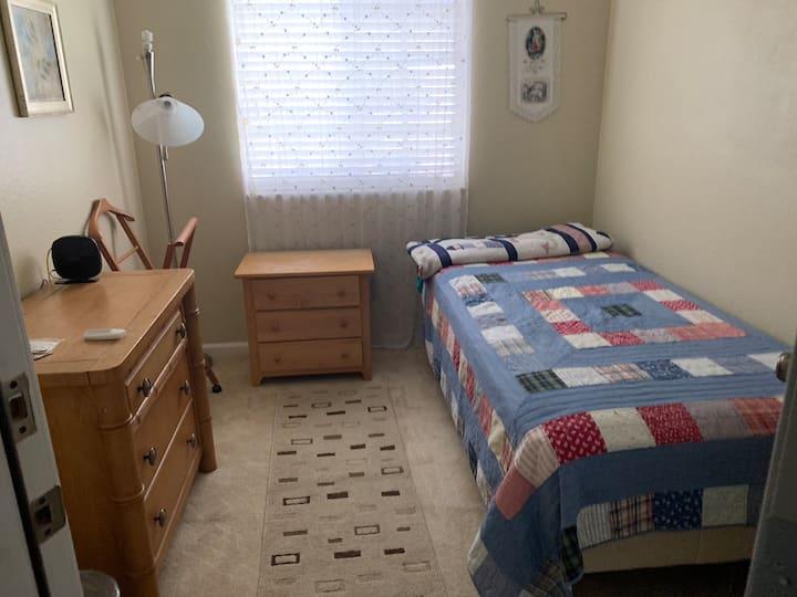 Cozy bedroom in townhouse!