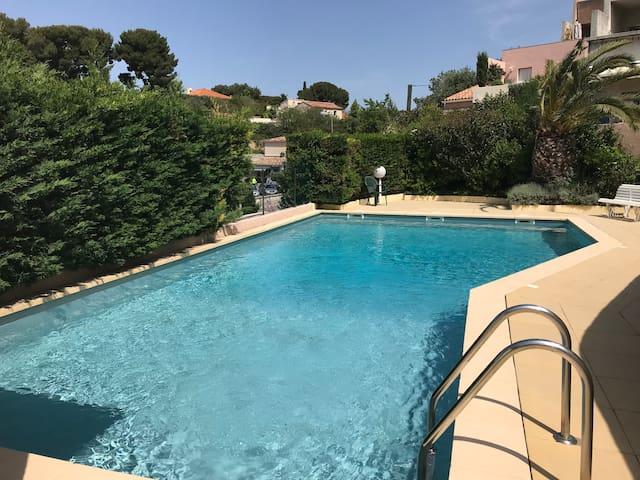 Cassis studio indépendant + piscine