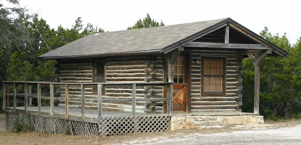 Whitetail Cabin at Flat Creek Crossing Ranch - Johnson City - Chalet