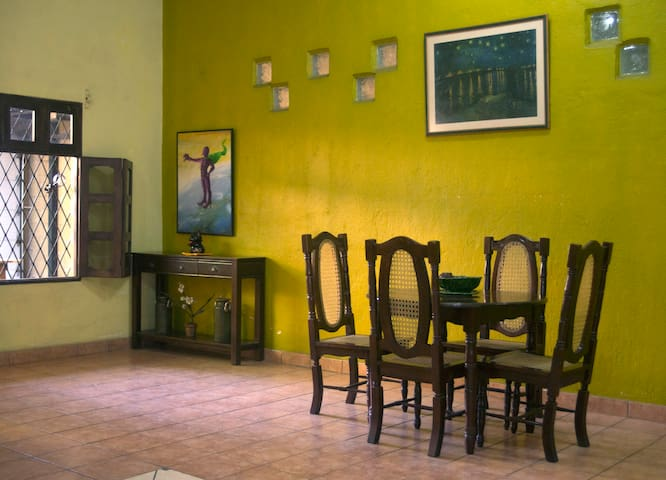 •Art Home•|Private Room with Bathroom|