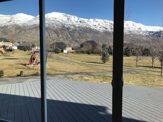 $175/nt HUGE Remodeled home w/Gorgeous Mtn views - Pleasant Grove - Casa
