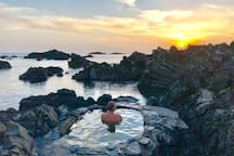 Yudomari Onsen - 14 minute walk from house. Available 24 hours per day. Water temp 36 degrees. 湯泊温泉 徒歩14分で行けます。
