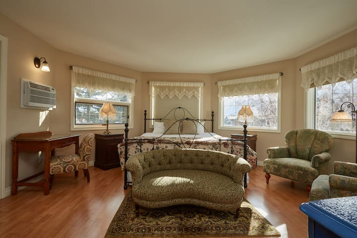 3-Sisters Master suite