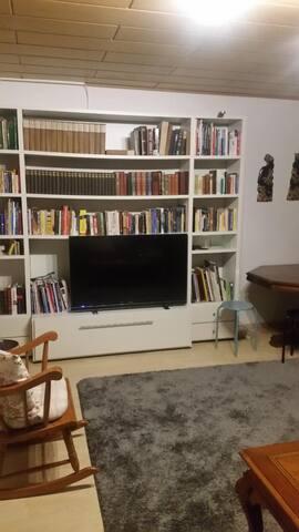 Comfortable and spacious apartment near GRAF.