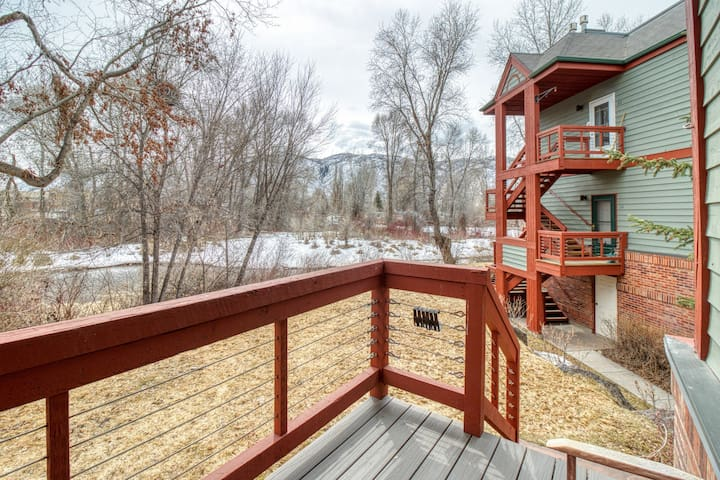 Beautiful, waterfront condo w/ an updated interior & a cozy gas fireplace