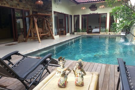 Beautiful Villa, Private Pool, 3 Bed Rooms, 6/more - Batam - Vila