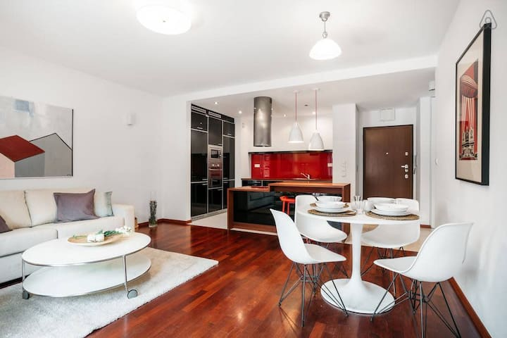 American Soho style apartment 10 min walk to the Old Town